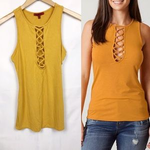 Red by BKE Mustard Lace Front Tank S